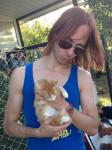 Matthias Ebner mit Streuner-Katze in der Türkei