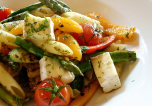 Nudeln mit Gemüse und Tofu statt Ei