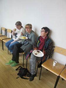 Silvia Stoffels, Sabine Jedzig und Franziska Gerhardt beim Mittagessen