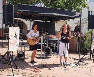 Sängerinnen Natascha Wenrich und Annette Rudert