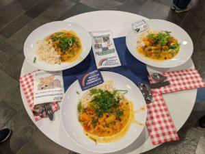 Zum Mittag gab es veganes Curry und gefüllte Paprika